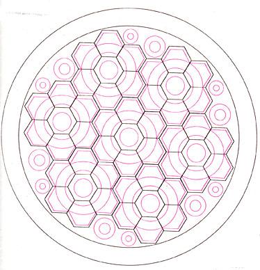 Лоскутная подушка из шестиугольников