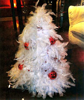 Новогодняя елка из перьев