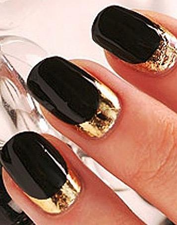 Фото дизайна ногтей с золотой фольгой