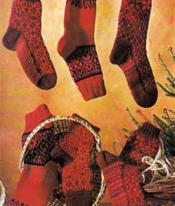 Носки с жаккардовым узором в красных тонах