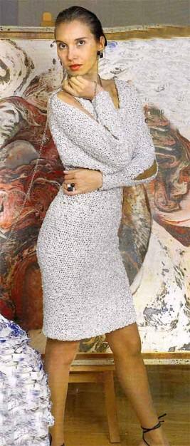 Платье с разрезами на рукавах